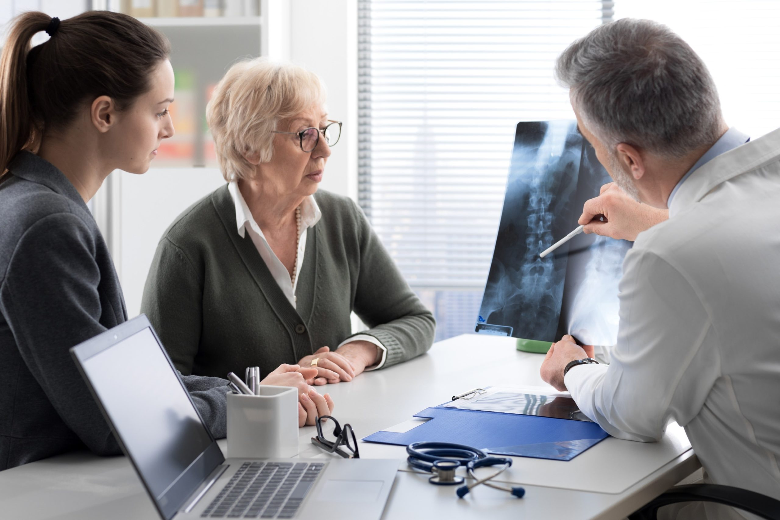 Osteoporosis in women: 5 factors which could help improving treatment by Alcimed